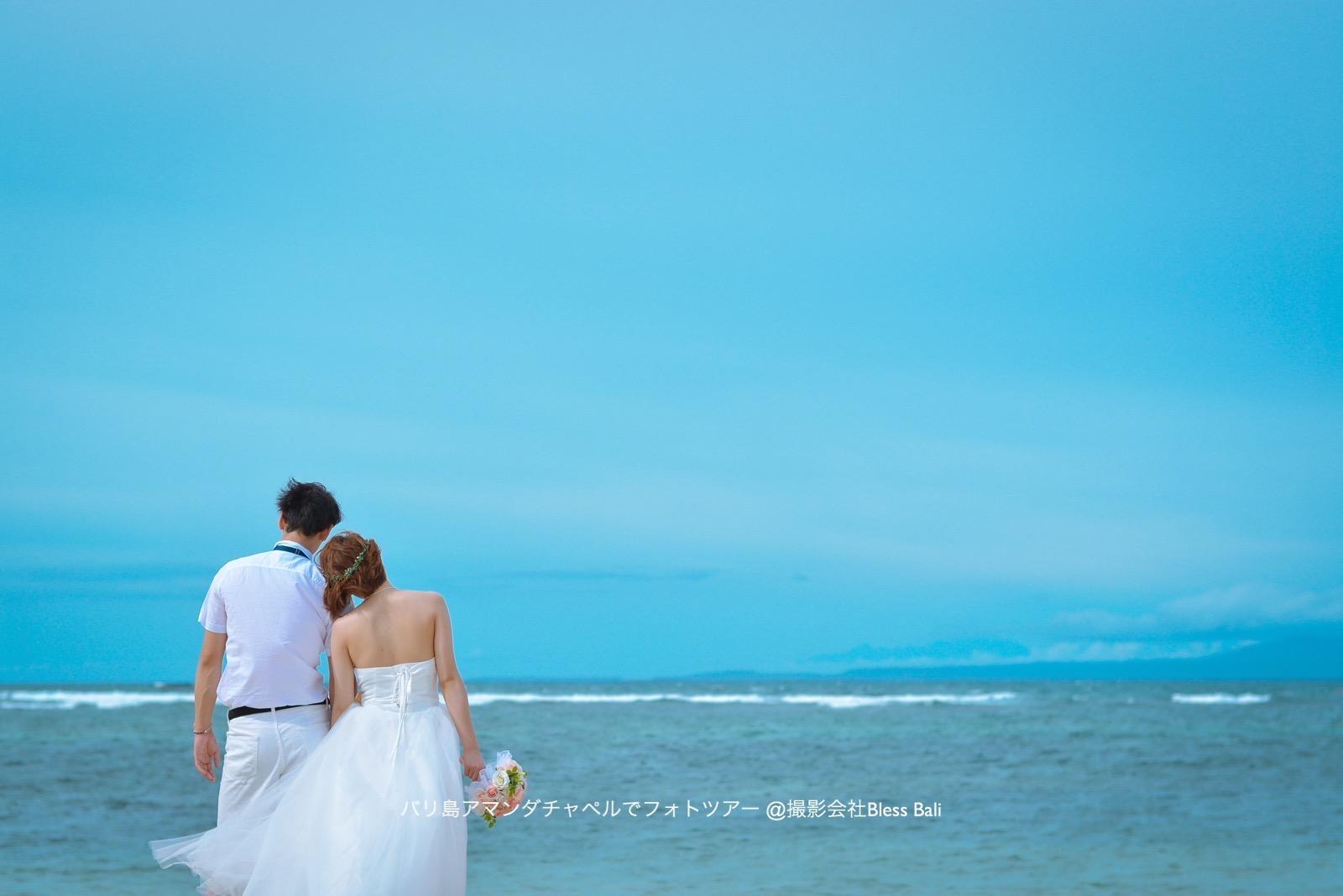 ジンバランビーチの青い空と海を眺めて