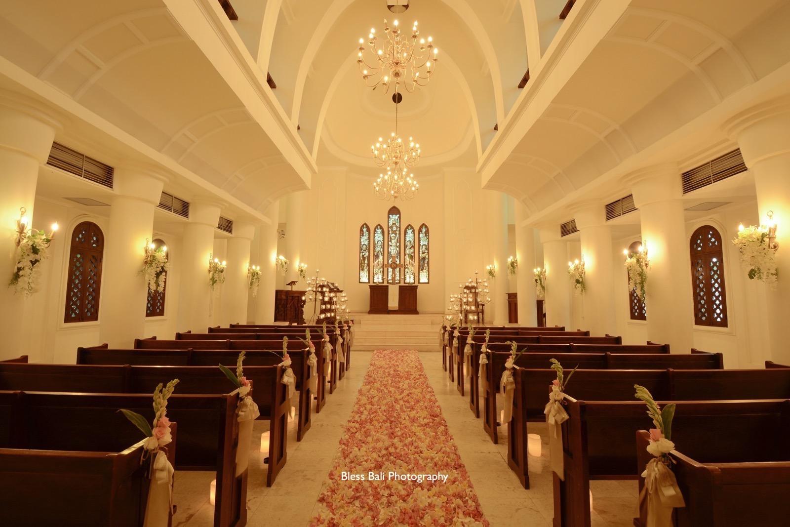 サント・ミカエル教会のフラワーロード