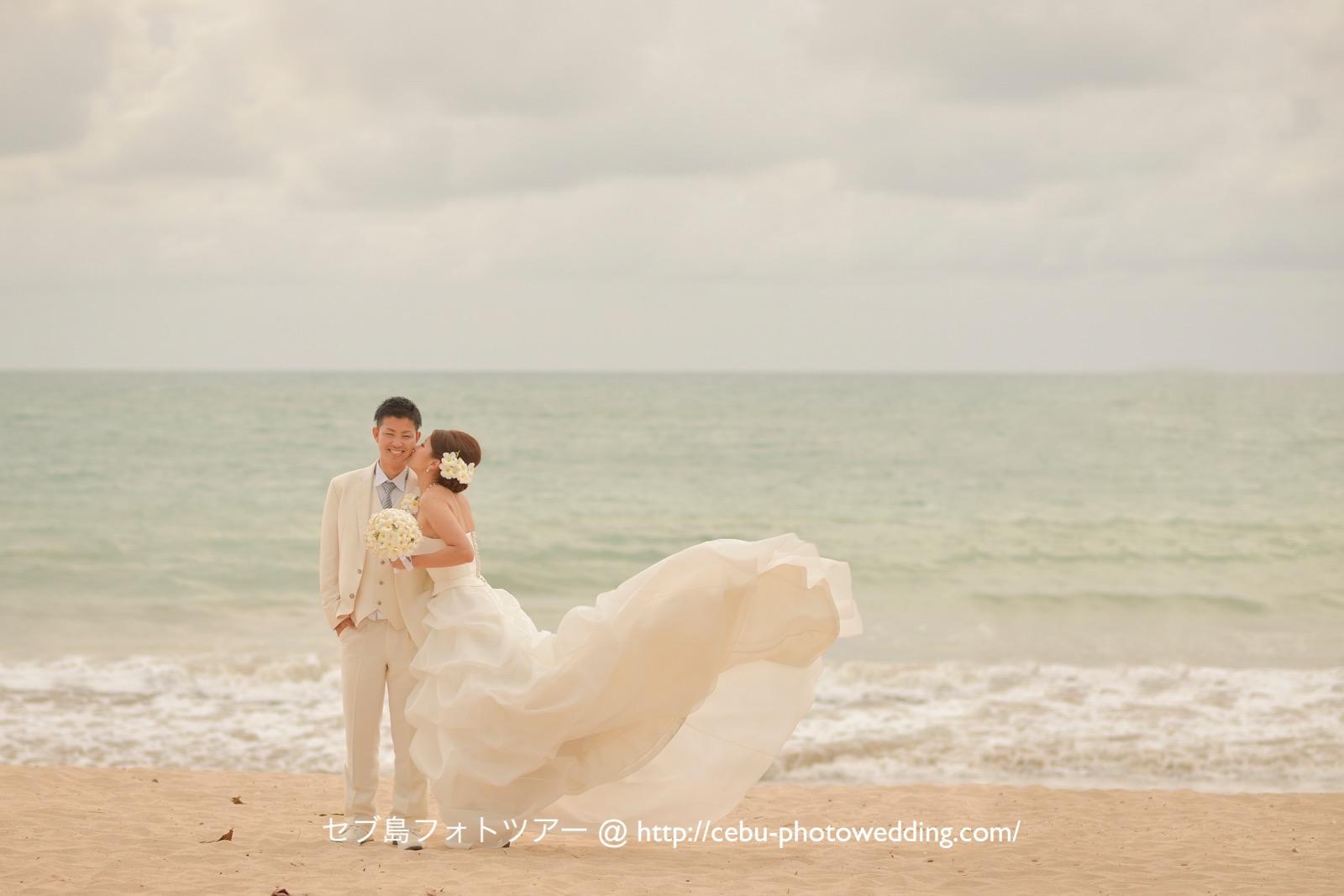 バリ島ビーチフォト ドレスの裾なびかせショット